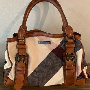 Classic Burberry Purse! Beautiful Canvas/Leather!